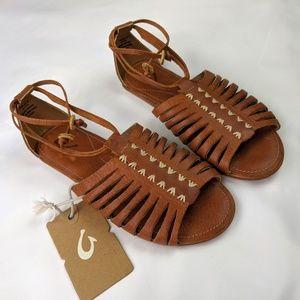 ✨BRAND NEW✨Olukai Hikina Sandals